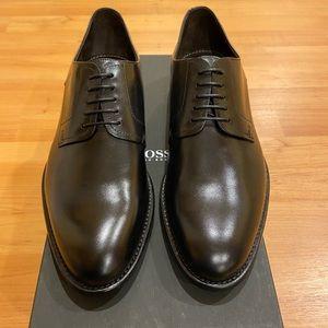 Hugo Boss black lace up dress shoes